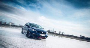 Už aj Peugeot 308 GTi cíti, že sa niečo deje. Predstavitelia automobilky sa uchýlili k ráznemu kroku.