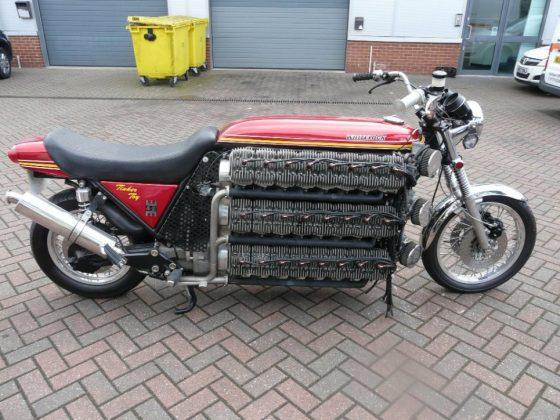 benzínový motor