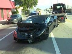 So svojim Lamborghini nabúral do pick-upu a z miesta nehody ušiel