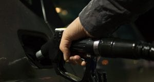 Spotreba ropy bude o 7 rokov na vrchole. Potom má prísť nástup elektromobilov