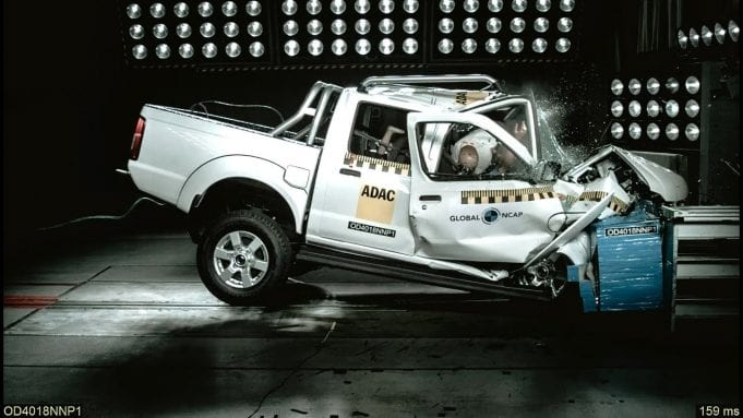 Najhorší crashtest v moderných dejinách? Nissan NP300 Hardbody dostal 0 hviezd!