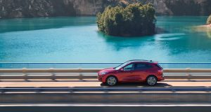 Svetlo sveta uzrel nový Ford Kuga. Čo okrem nového dizajnu prináša? Správne, elektrifikáciu! Nový Ford Kuga bol predstavený...